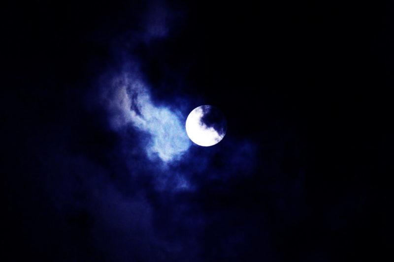 moon-461907_1280